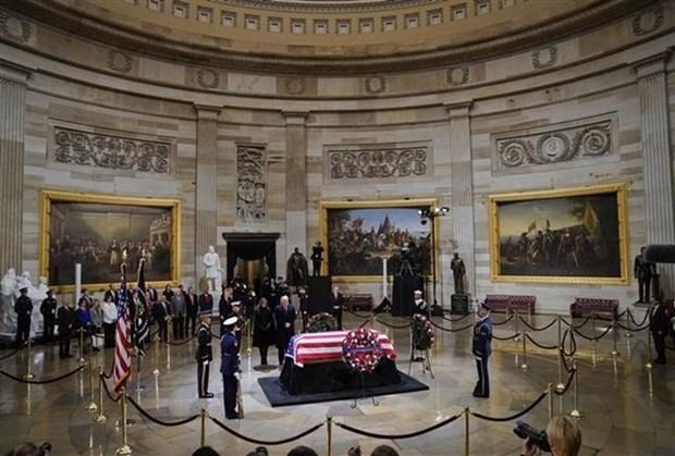 何金玉大使参加美国前总统乔治·赫伯特·沃克·布什吊唁仪式 hinh anh 1