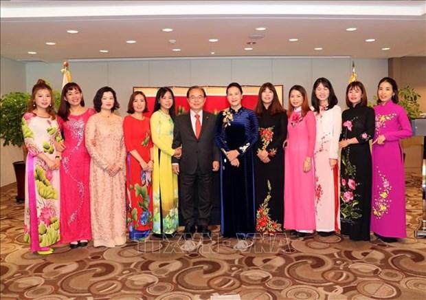 国会主席阮氏金银与越韩多元文化家庭代表会面 hinh anh 2