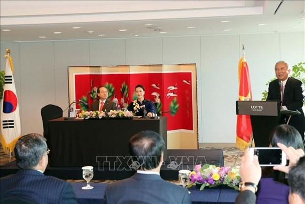 国会主席阮氏金银与越韩多元文化家庭代表会面 hinh anh 1
