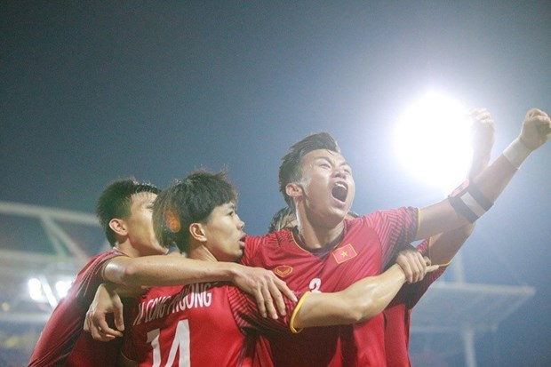 AFF Suzuki Cup 2018:越南队主场2-1取胜 晋级决赛 hinh anh 1