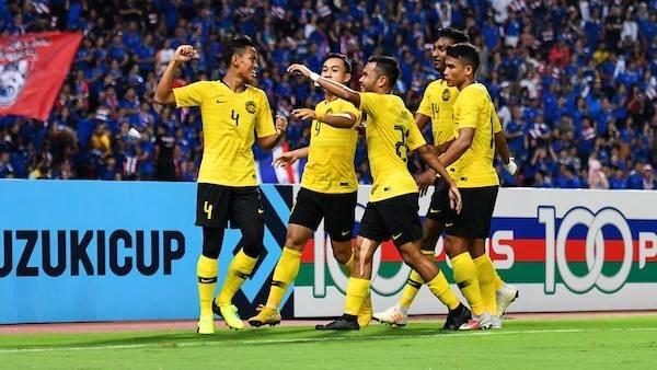 马来西亚队客场顽强战平泰国队2-2晋级决赛 hinh anh 1