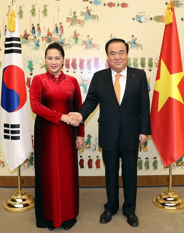 越南国会主席阮氏金银与韩国国会议长文喜相举行会谈 hinh anh 1