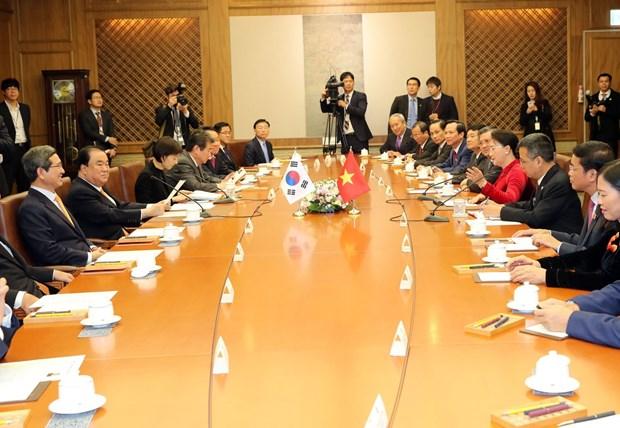越南国会主席阮氏金银与韩国国会议长文喜相举行会谈 hinh anh 2