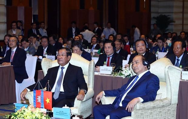 政府总理阮春福与柬埔寨首相洪森出席越柬商业论坛 hinh anh 1