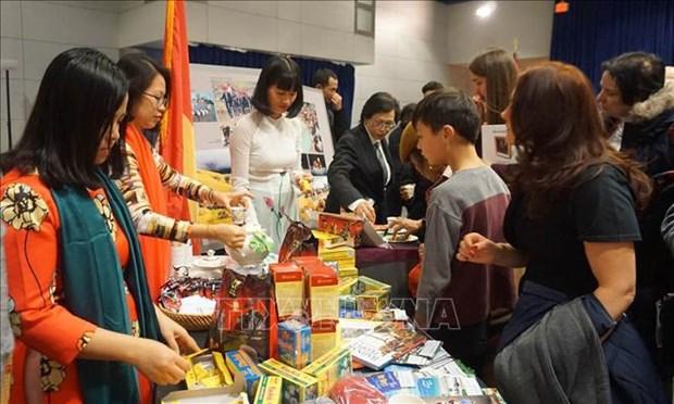 越南驻美国大使馆向国际友人推介越南文化 hinh anh 1