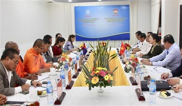 越南祖国阵线与柬埔寨祖国团结发展阵线举行会谈 hinh anh 1