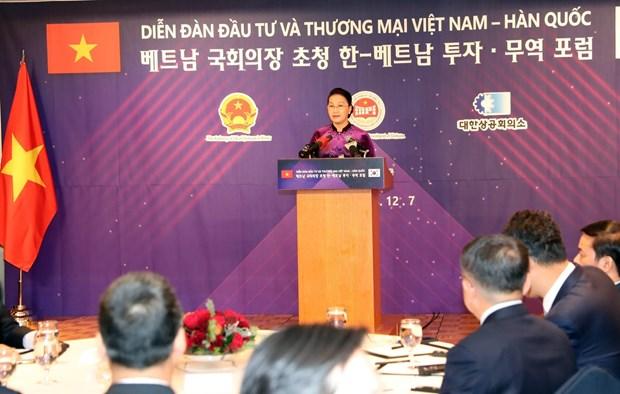 越南国会主席阮氏金银与韩国国会议长文喜相出席越韩投资贸易论坛 hinh anh 2