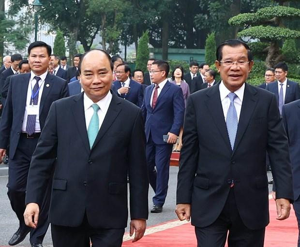 柬埔寨首相洪森圆满结束对越访问之行 hinh anh 1