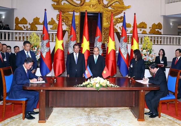 柬埔寨首相洪森圆满结束对越访问之行 hinh anh 2