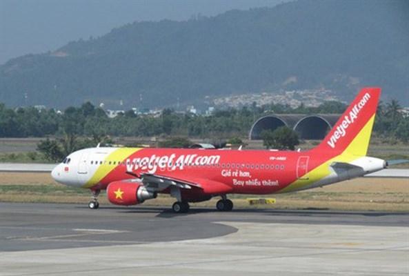 越捷航空公司因天气原因取消部分往返顺化市的航班 hinh anh 1
