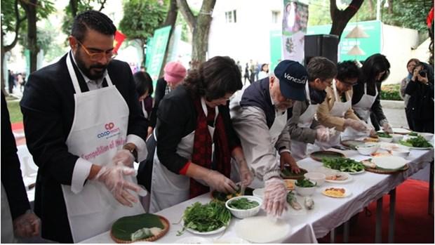 2018年国际美食节向国际友人介绍越南风土人情 hinh anh 2