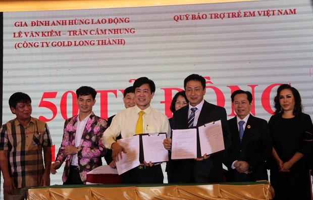 邓氏玉盛:儿童保护和教育工作一向是党和国家的优先目标 hinh anh 2