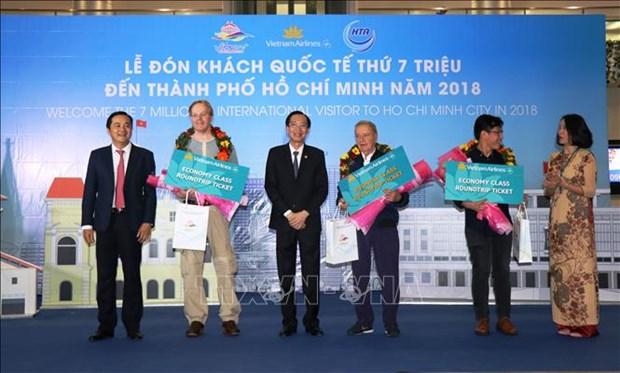 胡志明市迎来2018年第700万名国际游客 hinh anh 2