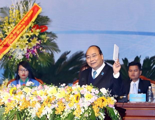 阮春福总理:打造一支有气质、坚定信心、积极行动的新代学生 hinh anh 1