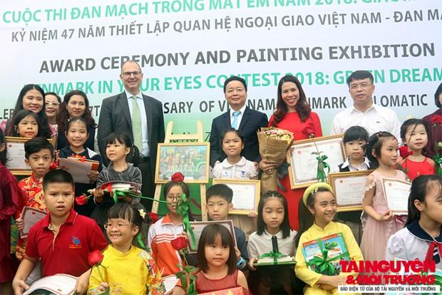 """2018年""""我眼里的丹麦""""儿童绘画比赛颁奖仪式在河内举行 hinh anh 1"""