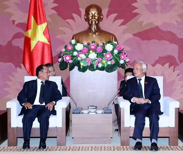 越南国会副主席汪周刘会见老挝司法部部长塞西•桑迪翁 hinh anh 1
