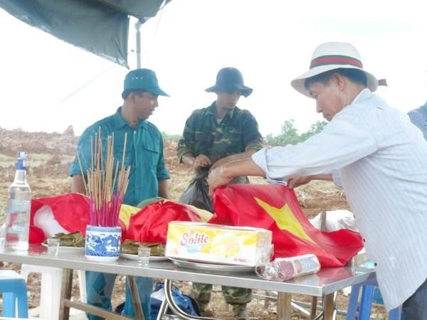 为在老挝牺牲的30具越南专家和志愿军遗骸举行归国仪式 hinh anh 1