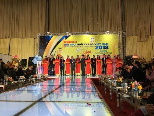 2018年越南服装展开展 hinh anh 1