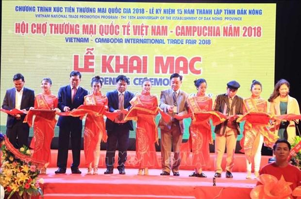 越南-柬埔寨国际贸易展览会在得农省开幕 hinh anh 1