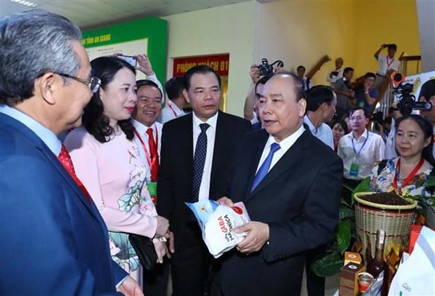 越南政府总理阮春福出席安江省投资促进会 hinh anh 2