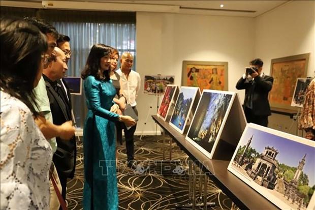 越南磨漆画和摄影作品亮相澳大利亚 hinh anh 1