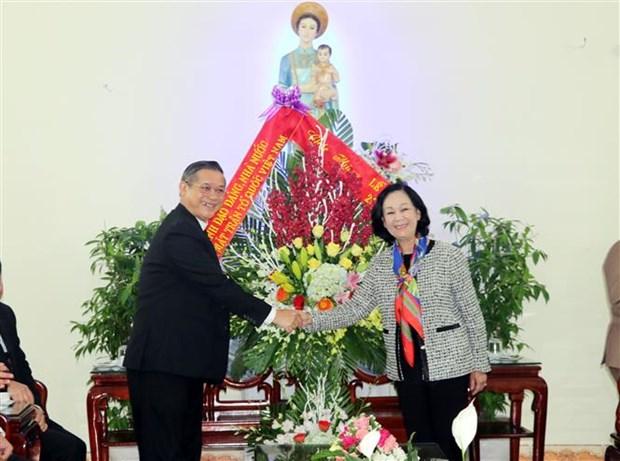 2018年圣诞节:张氏梅看望慰问天主教裴朱教区主教座堂神职人员 hinh anh 2