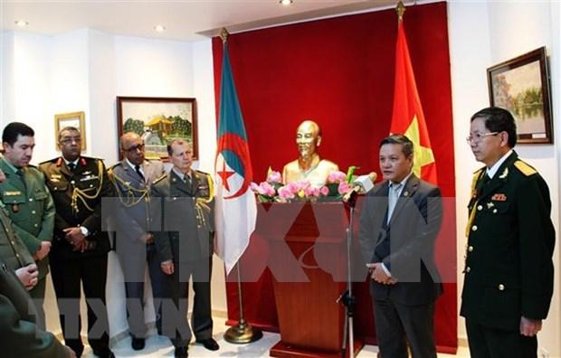 越南与阿尔及利亚军队巩固友好合作关系 hinh anh 1