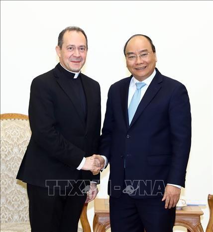 越南政府总理阮春福会见梵蒂冈外交部副部长安东内伊·卡米莱利 hinh anh 1