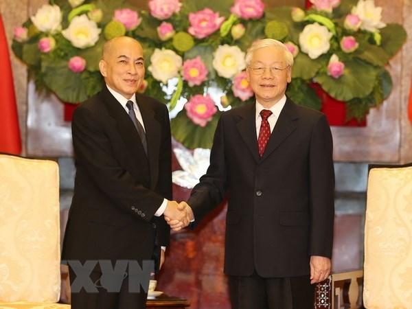 越共中央总书记、国家主席阮富仲会见柬埔寨王国国王诺罗敦·西哈莫尼 hinh anh 1