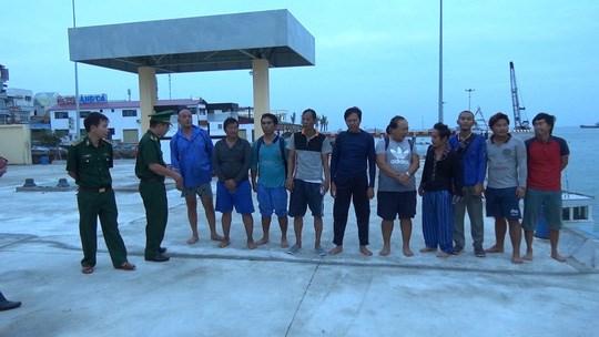 海上遇险的10名外国船员成功获救 hinh anh 1