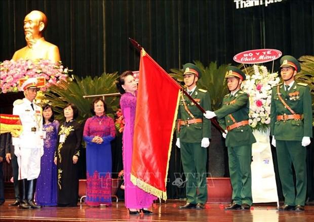 阮氏金银向中央南方局民医委员会授予人民武装力量英雄称号 hinh anh 2