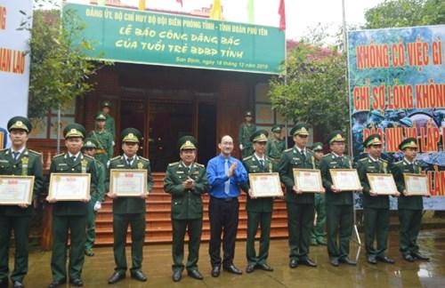 庆祝越南人民军建军74周年及全国抗战日72周年系列活动纷纷举行 hinh anh 1