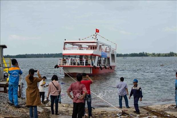 广南省首艘钢壳船成功下水 hinh anh 1