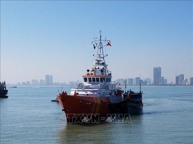渔船主机突发故障 成功施救8名船员 hinh anh 1
