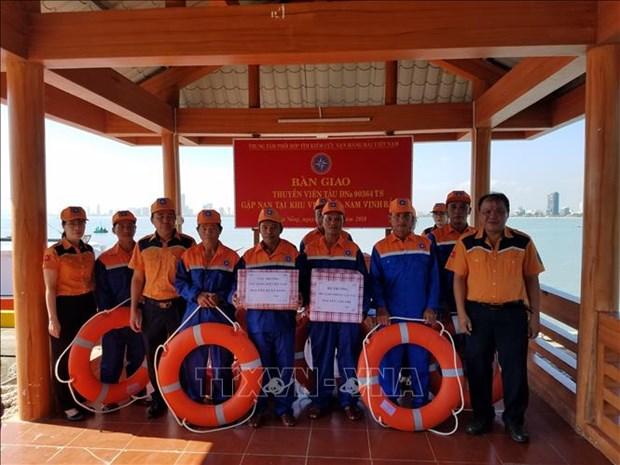 渔船主机突发故障 成功施救8名船员 hinh anh 2