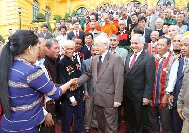 阮富仲会见45个少数民族模范老人和村长 hinh anh 2