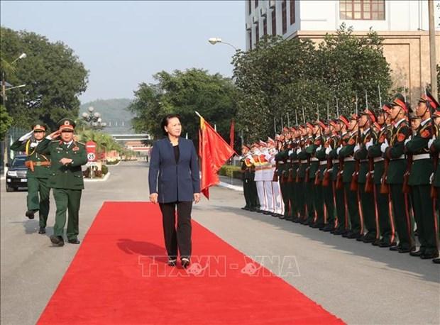 国会主席阮氏金银走访慰问第一军区司令部干部战士 hinh anh 2