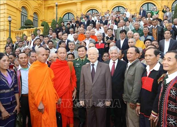 阮富仲会见45个少数民族模范老人和村长 hinh anh 1