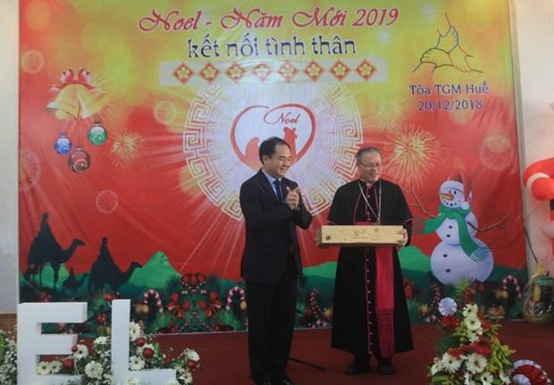 政府代表向顺化天主教教徒同胞致以圣诞祝福 hinh anh 1