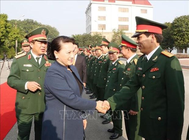 国会主席阮氏金银走访慰问第一军区司令部干部战士 hinh anh 1