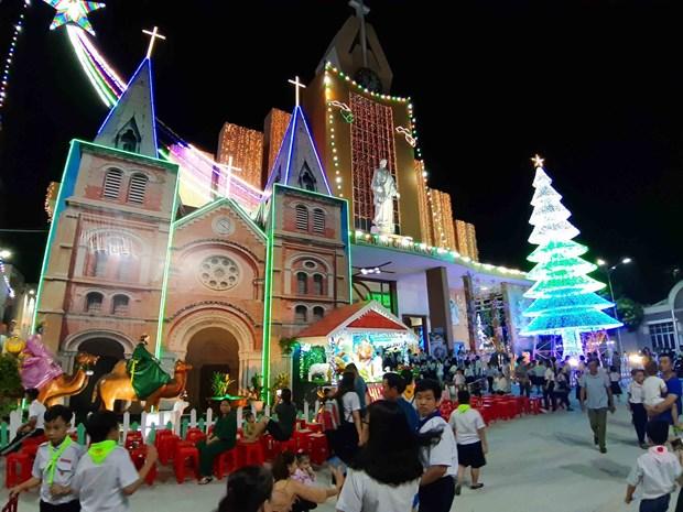 胡志明市年轻人提前迎接圣诞节 hinh anh 1