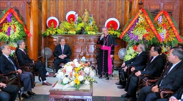 张和平、陈青敏圣诞节前走访慰问天主教信教群众和教职人员 hinh anh 1