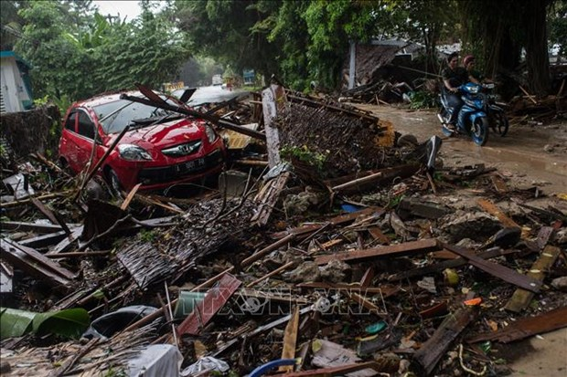 越南领导人就印尼万丹省遭海啸袭击向印尼领导人致慰问电 hinh anh 1
