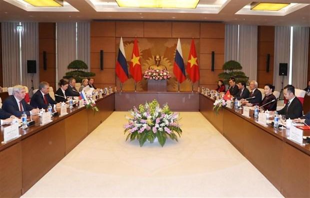 越南国会主席与俄罗斯国家杜马主席举行会谈 hinh anh 1