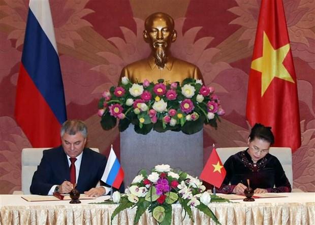 越南国会主席与俄罗斯国家杜马主席举行会谈 hinh anh 2