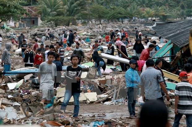 印尼海啸死亡人数升至373人 hinh anh 1