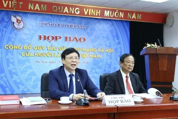 越南新闻工作者使用社交网行为规范对外公布 hinh anh 1