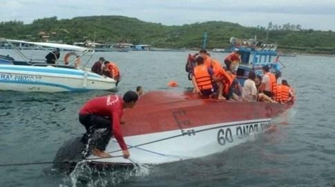 越南芽庄观光船发生翻船事故 包括中国游客在内的2人死亡 hinh anh 1