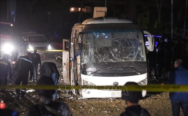 载有越南游客的埃及旅游巴士遭爆炸袭击:立即开展公民保护工作 hinh anh 1