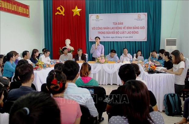 越南劳动总联合会对西宁省各家企业性别平等落实情况进行考察 hinh anh 2
